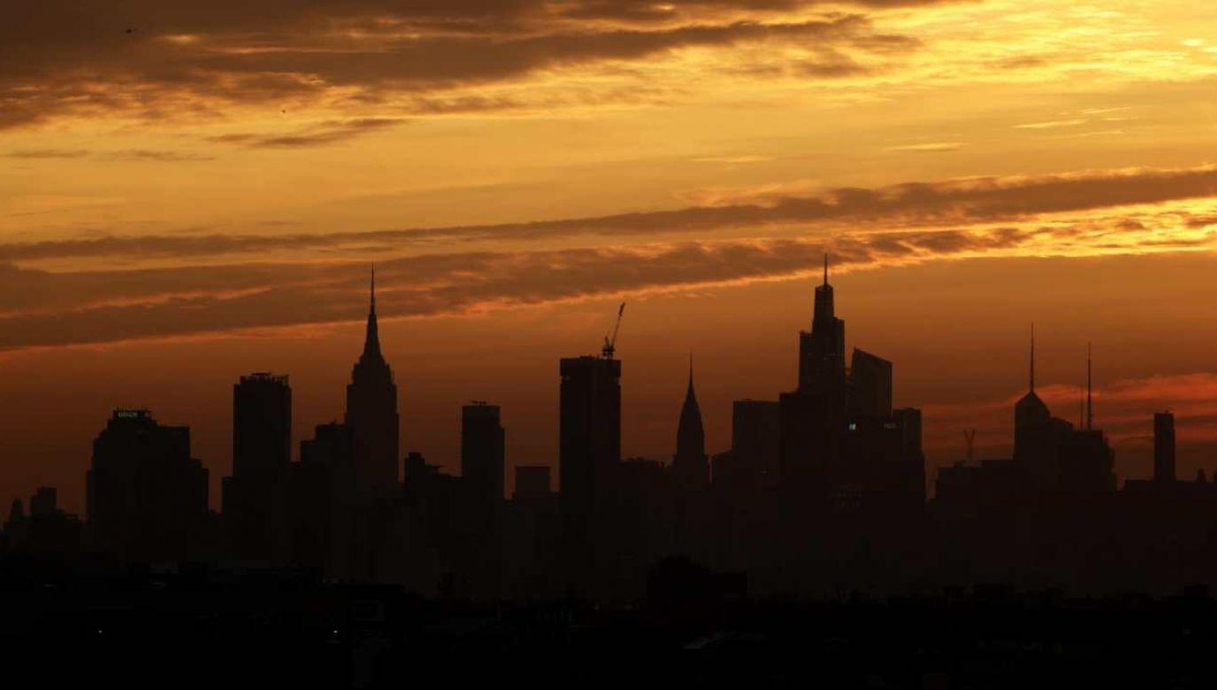 Jeśli więcej ludzi o wysokich dochodach ucieknie z Nowego Jorku, miasto może się znaleźć w kryzysie podatkowym (fot. PAP/EPA/JASON SZENES)