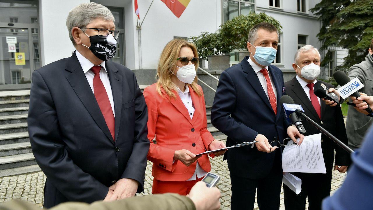 Radni oświadczyli, że popierają unijny Fundusz, ale nie rozmowy z partią rządzącą (fot. PAP/G.Michałowski)