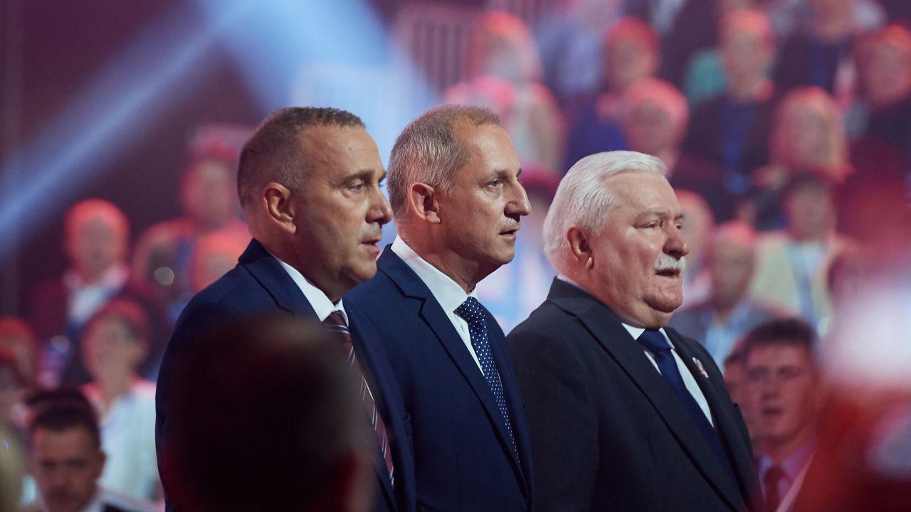 Lech Wałęsa (P), Sławomir Neumann (C) i Grzegorz Schetyna (L) podczas Konwencji Krajowej PO w Gdańsku (fot. PAP/Adam Warżawa)