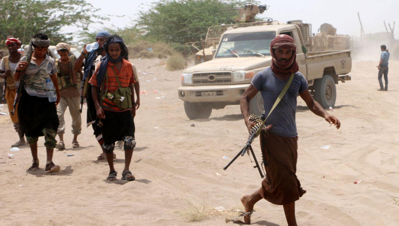 Trwająca od 2015 r. wojna domowa w Jemenie pochłonęła już 10 tys. ofiar śmiertelnych (fot. PAP/EPA/NAJEEB ALMAHBOOBI)