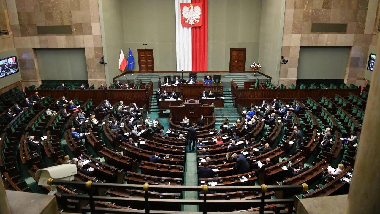 Jak będzie wyglądał przyszły Sejm? (fot. PAP/Radek Pietruszka)