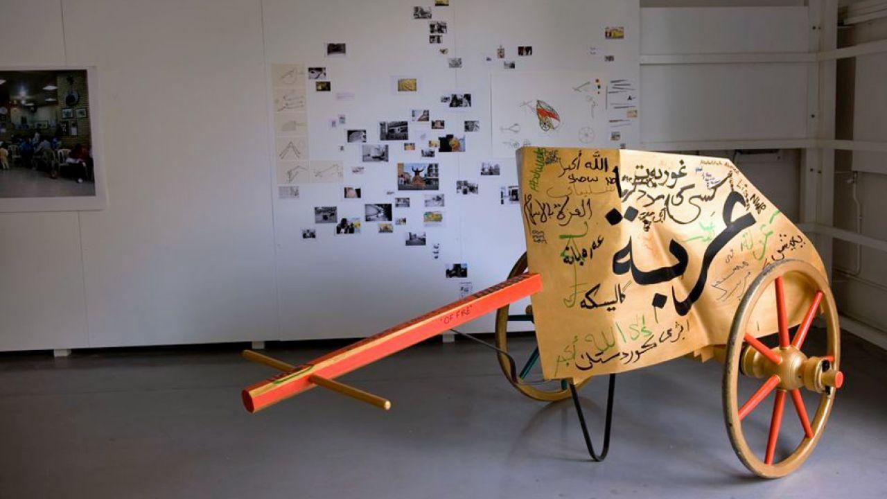 Napisy w języku arabskim zostały wykonane przez mieszkańców Londynu (fot. Rajkowska.com/mat.pras.)