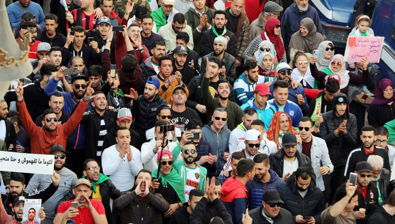 Algieria pogrążyła się w kryzysie politycznym w lutym 2019 roku (fot. PAP/EPA/MOHAMED MESSARA)