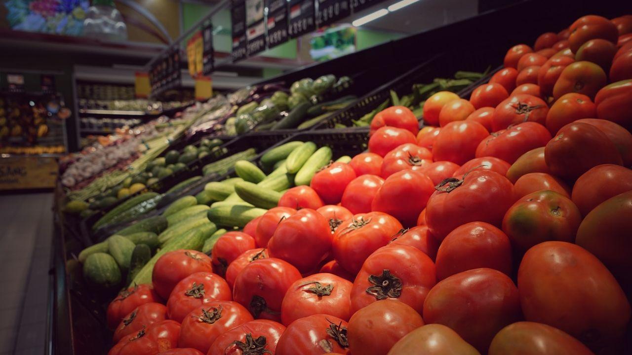 Dział owoców i warzyw rozbudowano i przeniesiono (fot. shutterstock, zdj. ilustracyjne)