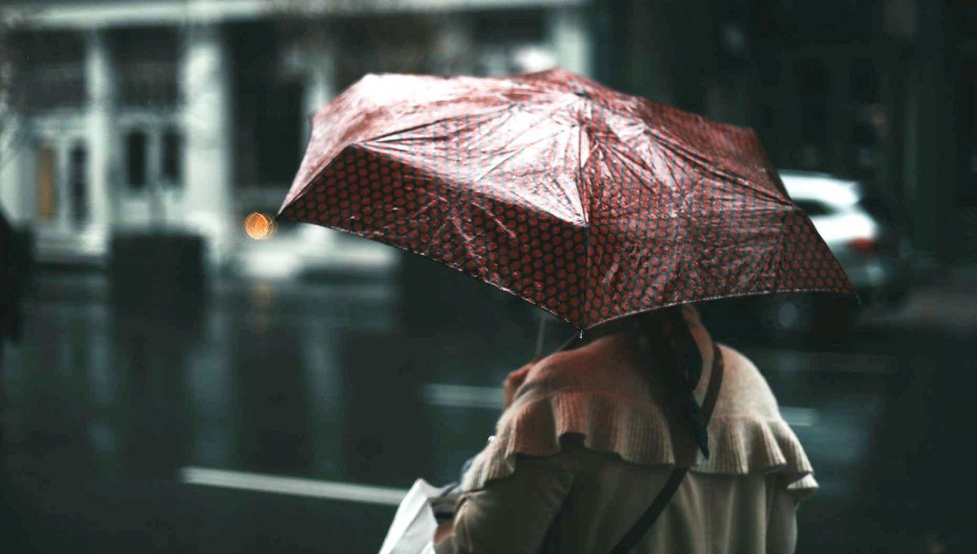 Przelotne opady deszczu i burze mogą się pojawiać w całym kraju (fot. Pexels)