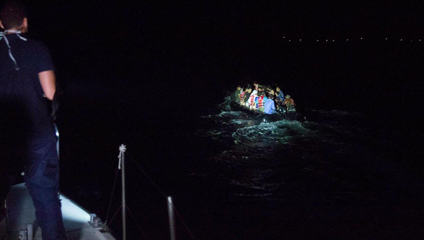 Frontex uczestniczy w zatrzymywaniu łodzi z uchodźcami zanim dotrą na greckie wyspy (fot.  Nicolas Economou/NurPhoto via Getty Images)