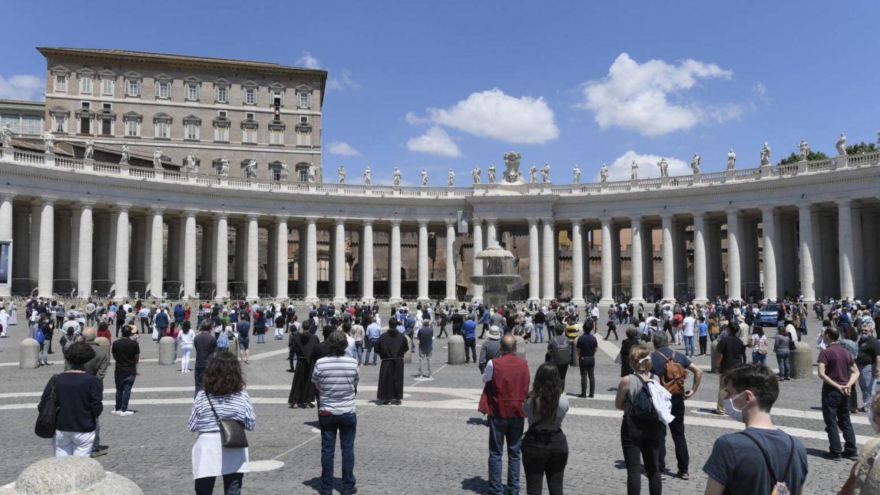 Papież Franciszek spotkał się z wiernymi na modlitwie Regina Caeli (fot.PAP/EPA/VATICAN MEDIA)