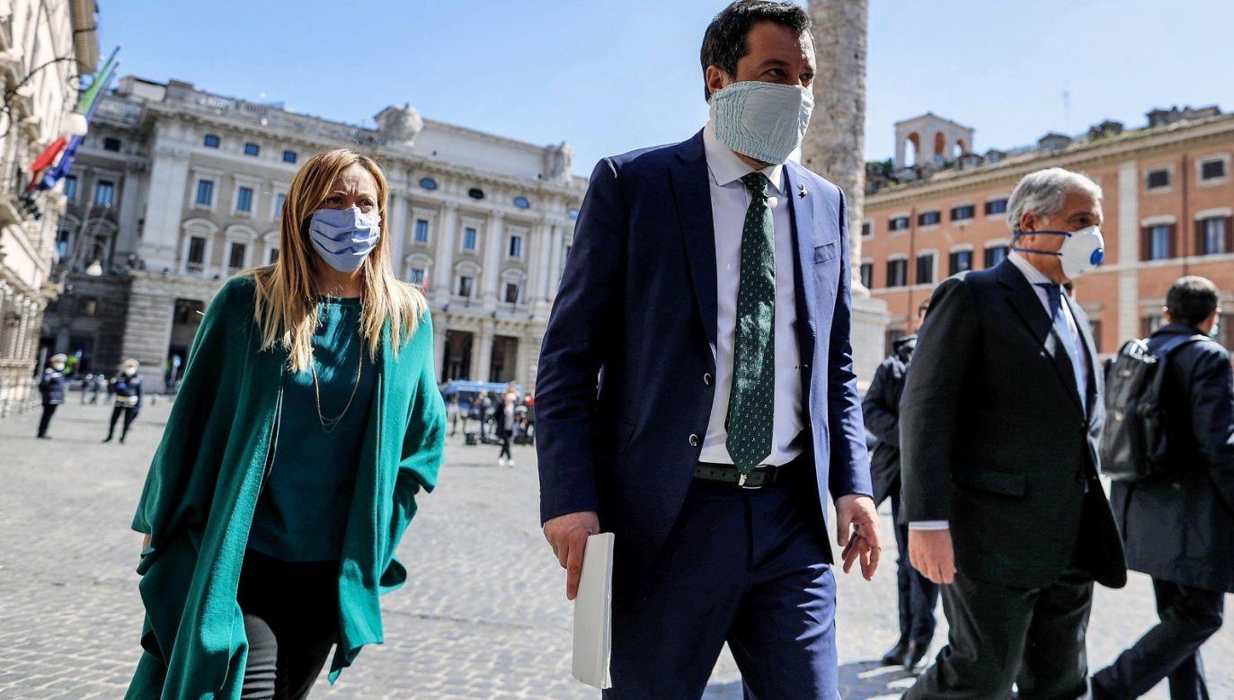 """Przywódca prawicowej Ligi zaapelował: """"Weźmy przyszłość naszego kraju w nasze ręce bez chodzenia po prośbie"""" (fot. PAP/EPA/RICCARDO ANTIMIANI)"""