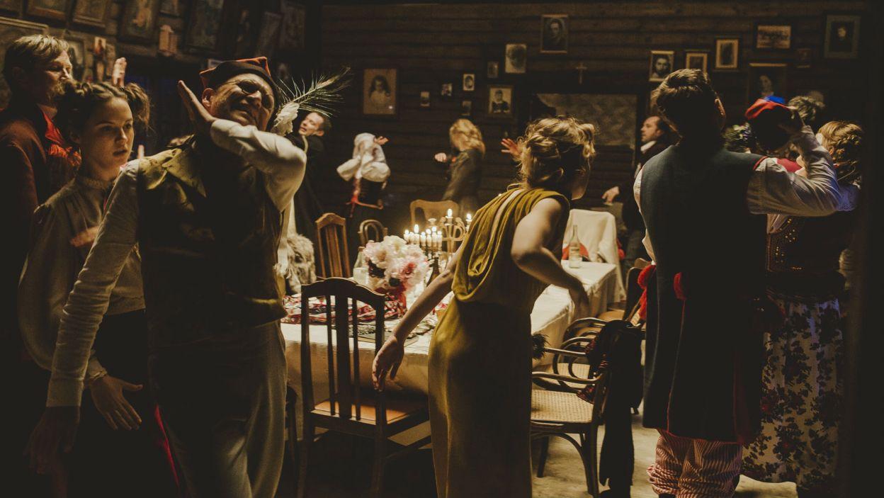 W końcu weselny korowód zamienia się... (fot. Stanisław Loba)