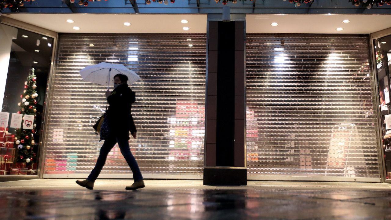 Polacy mniej przejmują się teraz wpływem swoich zakupów na ochronę środowiska (fot. PAP/EPA)