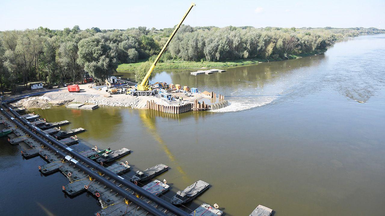 Sanepid apeluje o ograniczone korzystanie z kąpielisk (fot.  PAP/Radek Pietruszka)