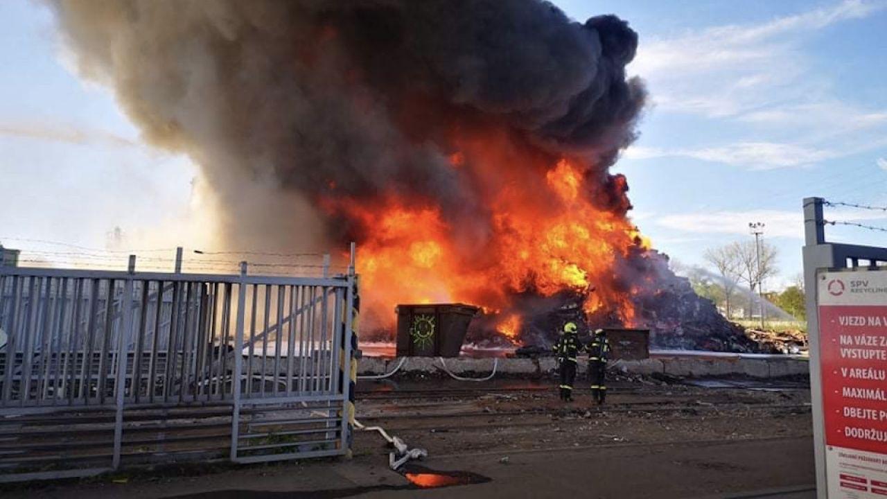 Na miejsce skierowano 34 zastępy straży pożarnej (fot. Hasičský záchranný sbor Moravskoslezského kraje)