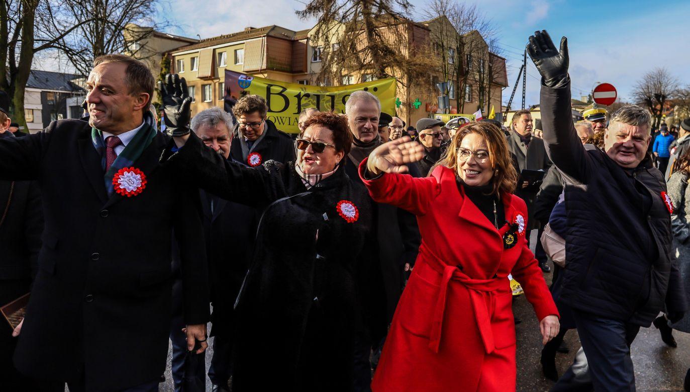Burmistrz Pucka Hanna Pruchniewska (2L) i wicemarszałek Sejmu Małgorzata Kidawa-Błońska (fot. PAP/Jan Dzban)