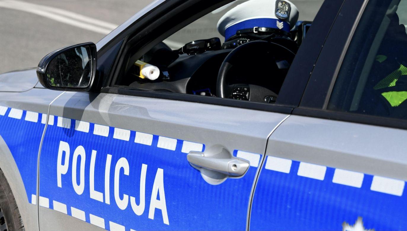 Policjanci zatrzymani ws. śmierci 30-latka zawieszeni w czynnościach służbowych (fot. PAP/Darek Delmanowicz, zdjęcie ilustracyjne)
