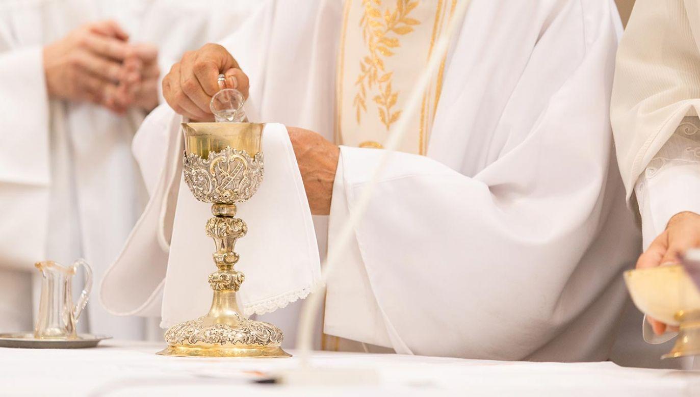 Diecezja ma zaoszczędzić kilkaset tys. euro (fot. Shutterstock/l i g h t p o e t)