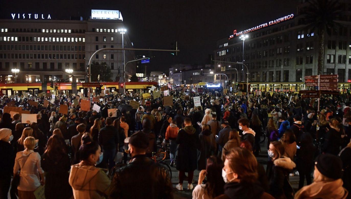 Minister edukacji skomentował apele o udział w protestach w trakcie pandemii (fot. PAP/Radek Pietruszka)