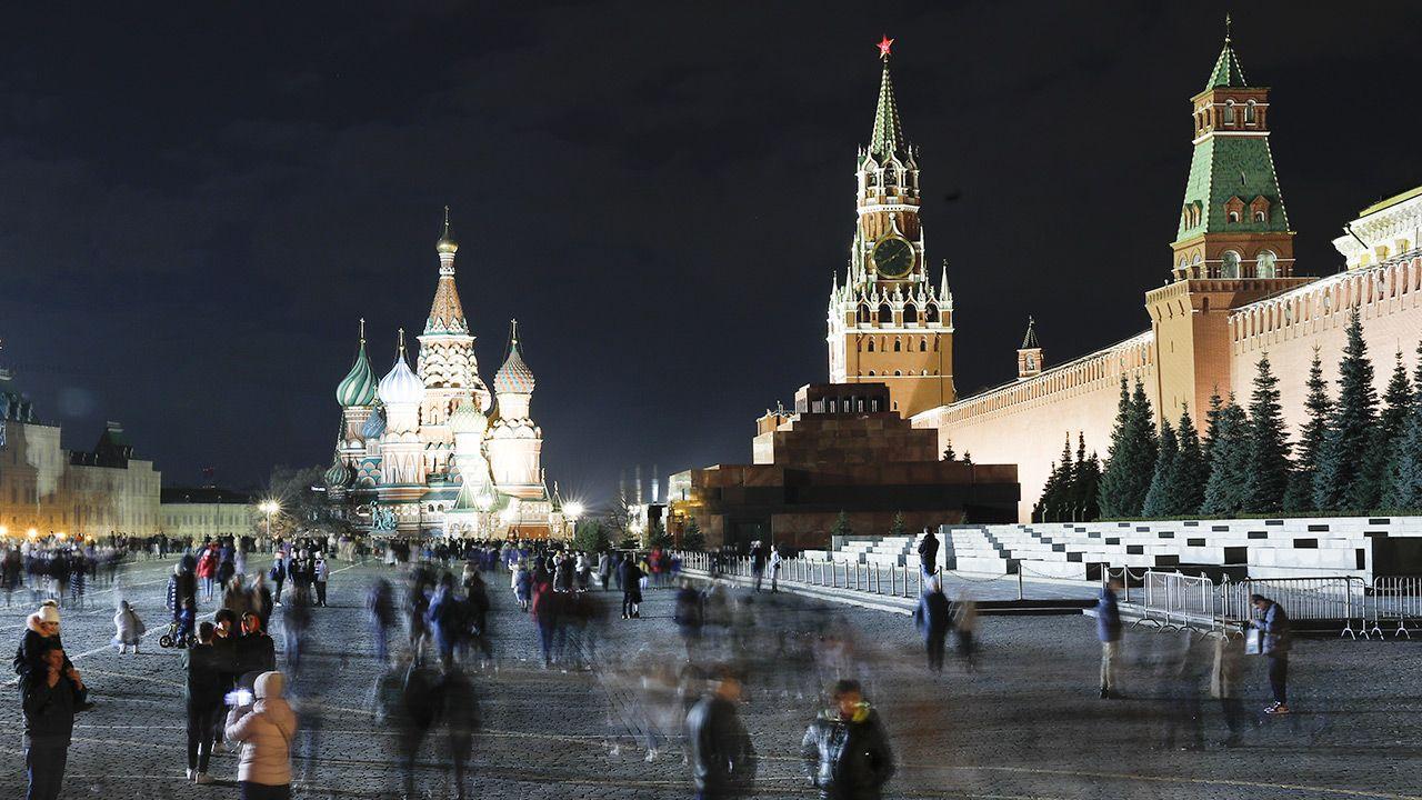 """Rzecznik Kremla oznajmił, że Rosja odpowie na  sankcje  """"według zasady wzajemności"""" (fot. Sefa Karacan/Anadolu Agency via Getty Images)"""