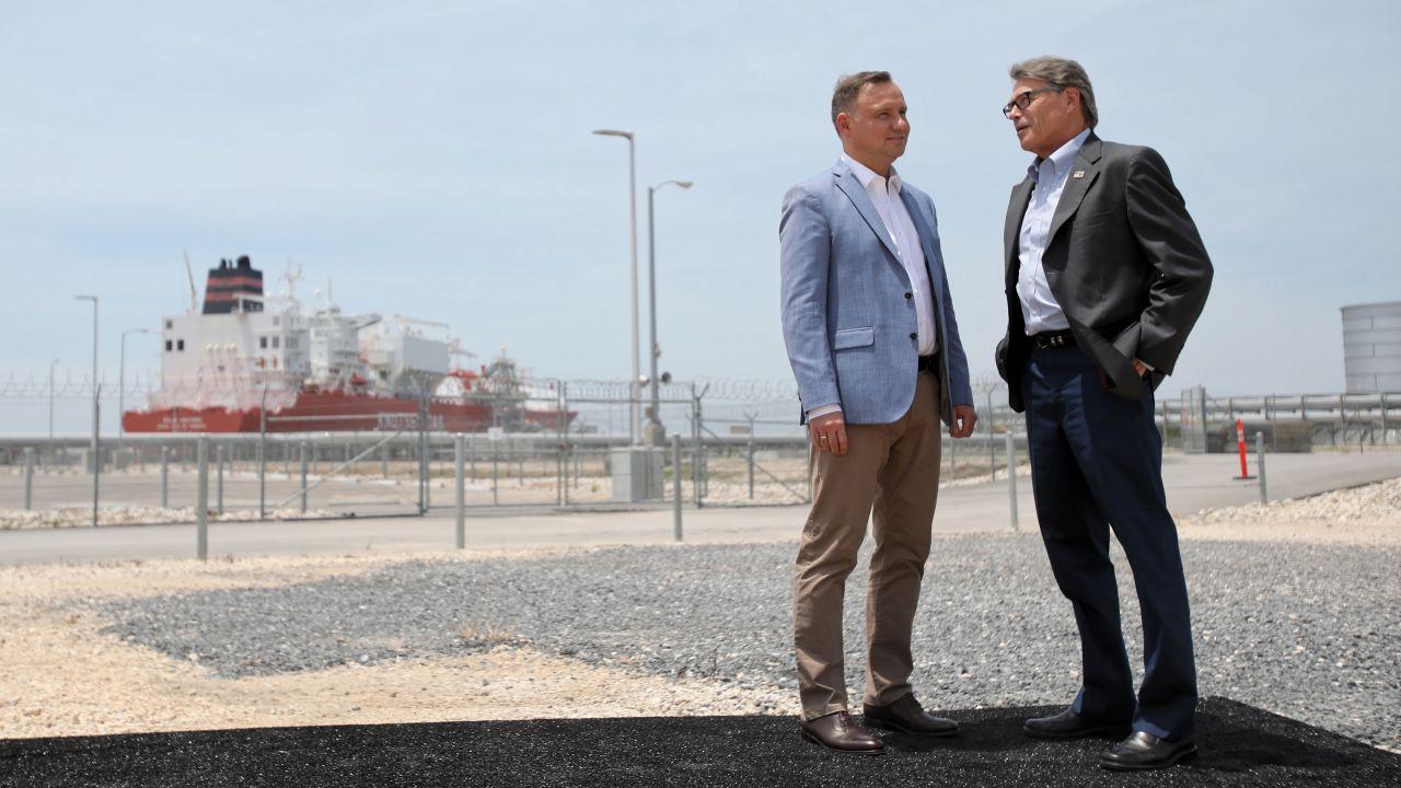 Prezydent RP Andrzej Duda i minister energii USA Rick Perry podczas spotkania w gazoporcie Sabine Pass (fot. PAP/Leszek Szymański)