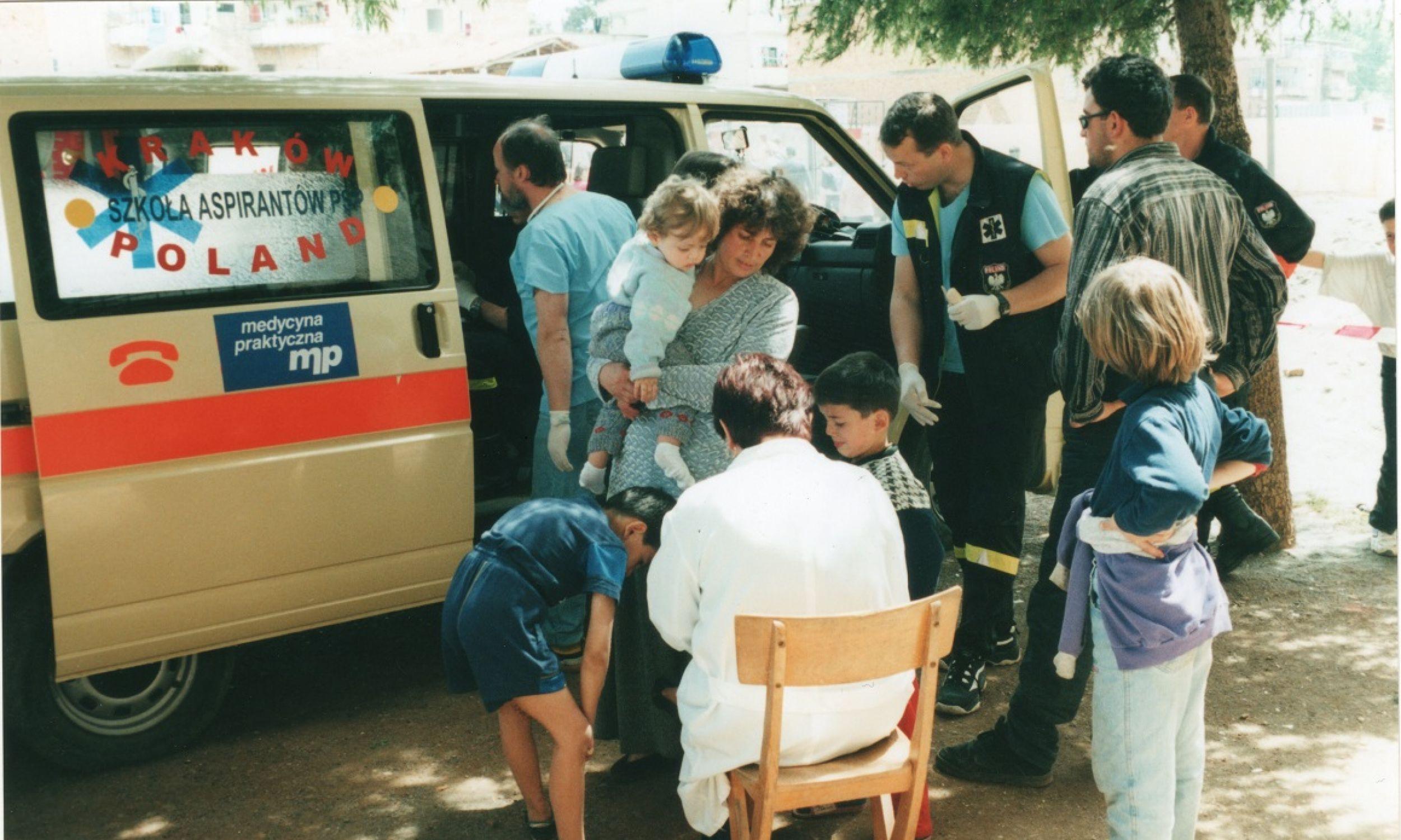 Małopolska Grupa Poszukiwawczo-Ratownicza (MGPR) z Nowego Sącza powstała 1998 roku, a pierwszy mój wyjazd był już w 1999 roku na Bałkany, gdzie toczyła się wojna domowa w Kosowie.. Fot. zbiór prywatny Krzysztofa Grucy