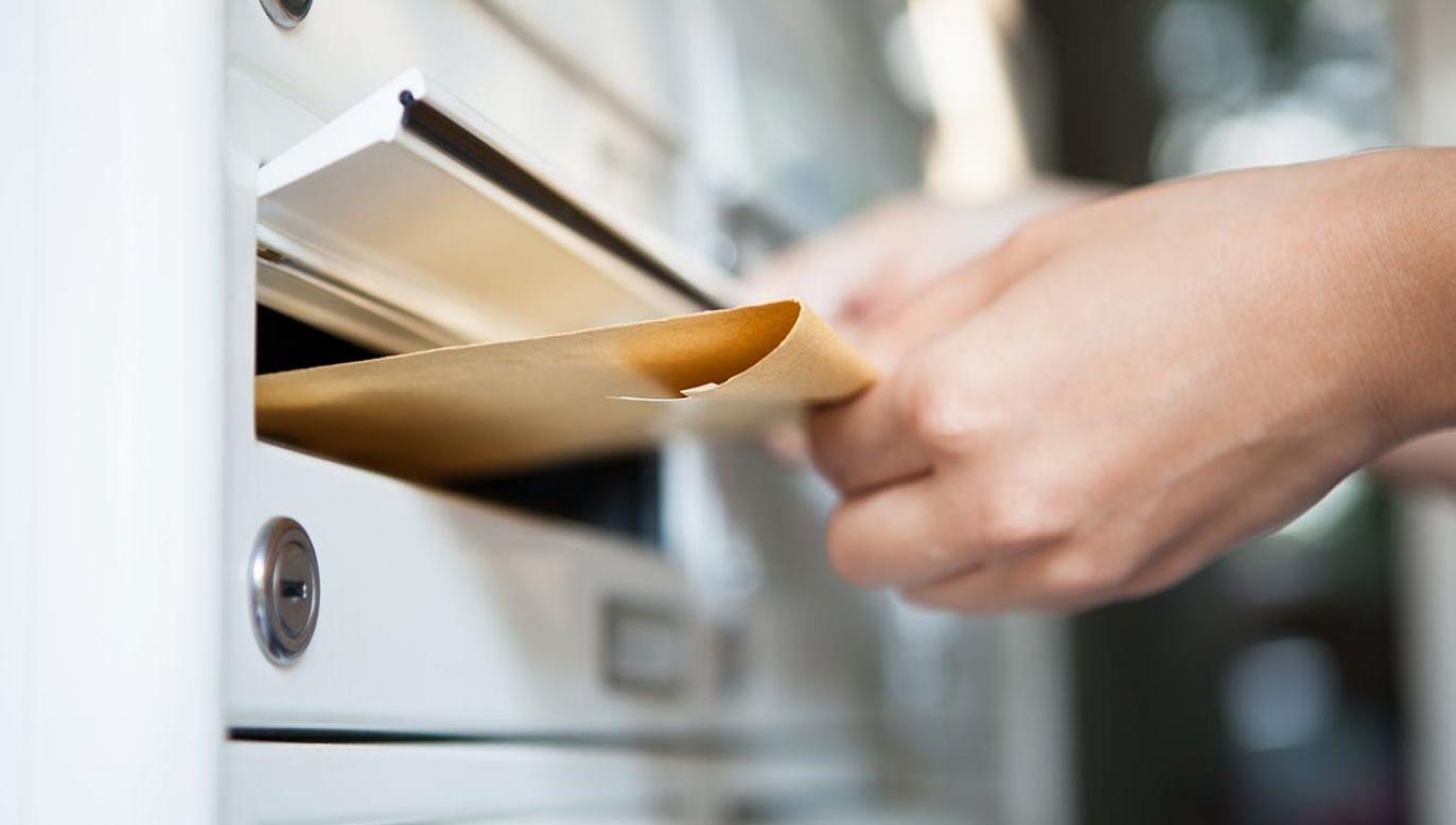 W ciągu niespełna tygodnia pracownicy MSZ wysłali ok. 480 tys. pakietów do głosowania (fot. Shutterstock/Andrey_Popov)