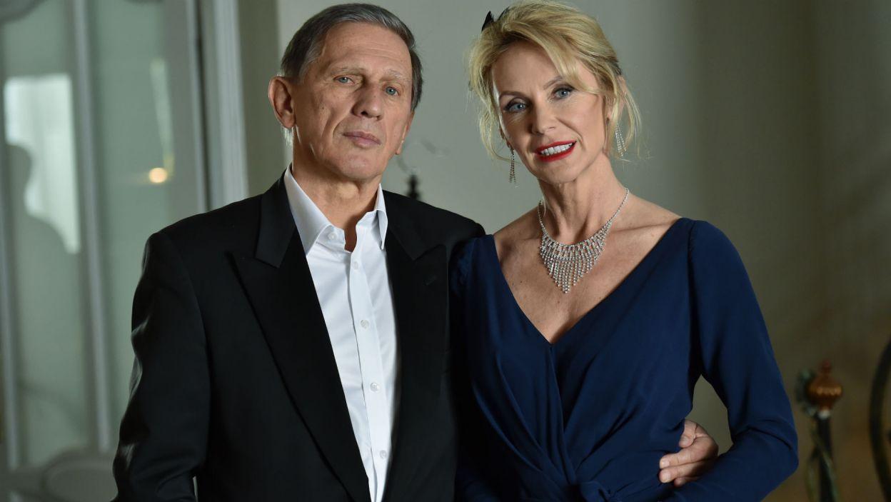 """Chętnie wraca też, jako aktor i reżyser, do ukochanego Fredry np. w """"Mężu i żonie"""" z 2016 r. (fot. TVP)"""