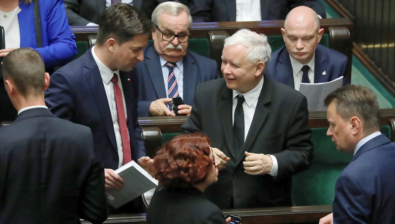 Z najnowszej prognozy wyborczej wynika, że Prawo i Sprawiedliwość cieszy się poparciem na poziomie 38,7 procent (fot. PAP/Tomasz Gzell)