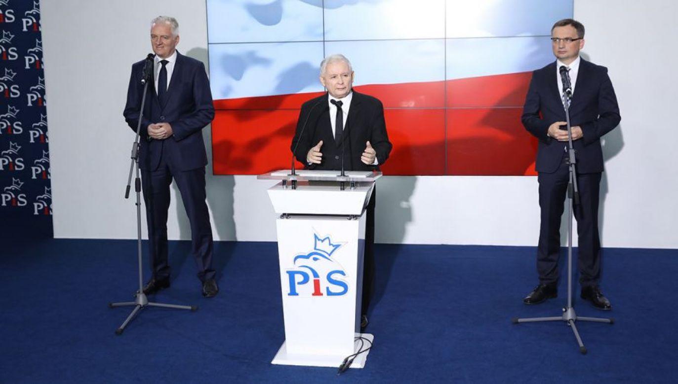 Liderzy Zjednoczonej Prawicy w trakcie sejmowej konferencji prasowej (fot. arch. PAP/Rafał Guz)