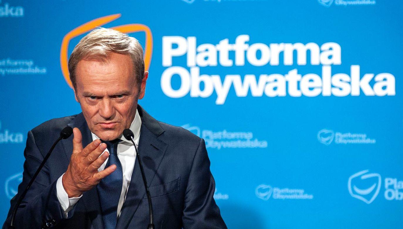 Prezes PiS o słownej agresji Tuska (fot. Forum/GRZEGORZ KRZYZEWSKI)