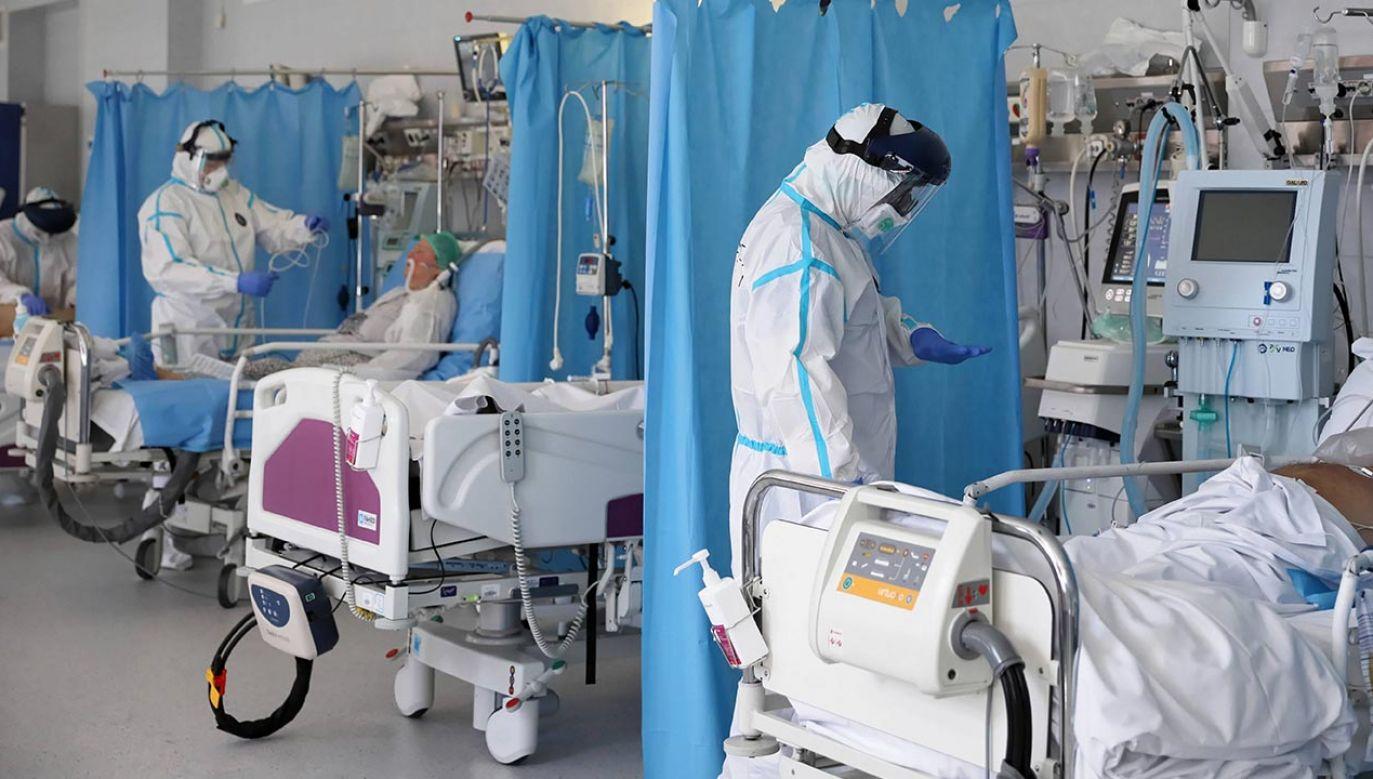 Centralny Szpital Kliniczny MSWiA chwali się wynikami w leczeniu i diagnostyce koronawirusa (fot. PAP/Leszek Szymański)