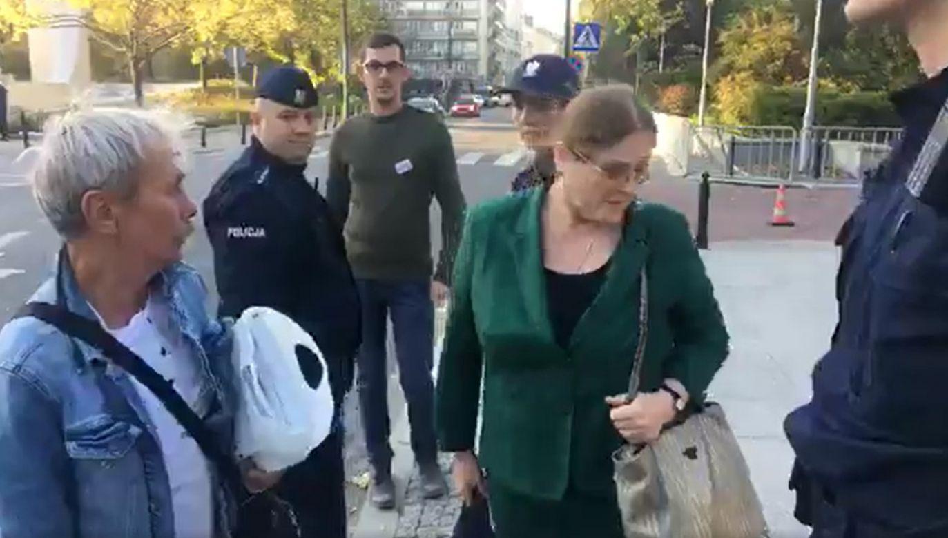 Pawłowicz była ochraniana przez policję (fot. WIDEO-KOD)