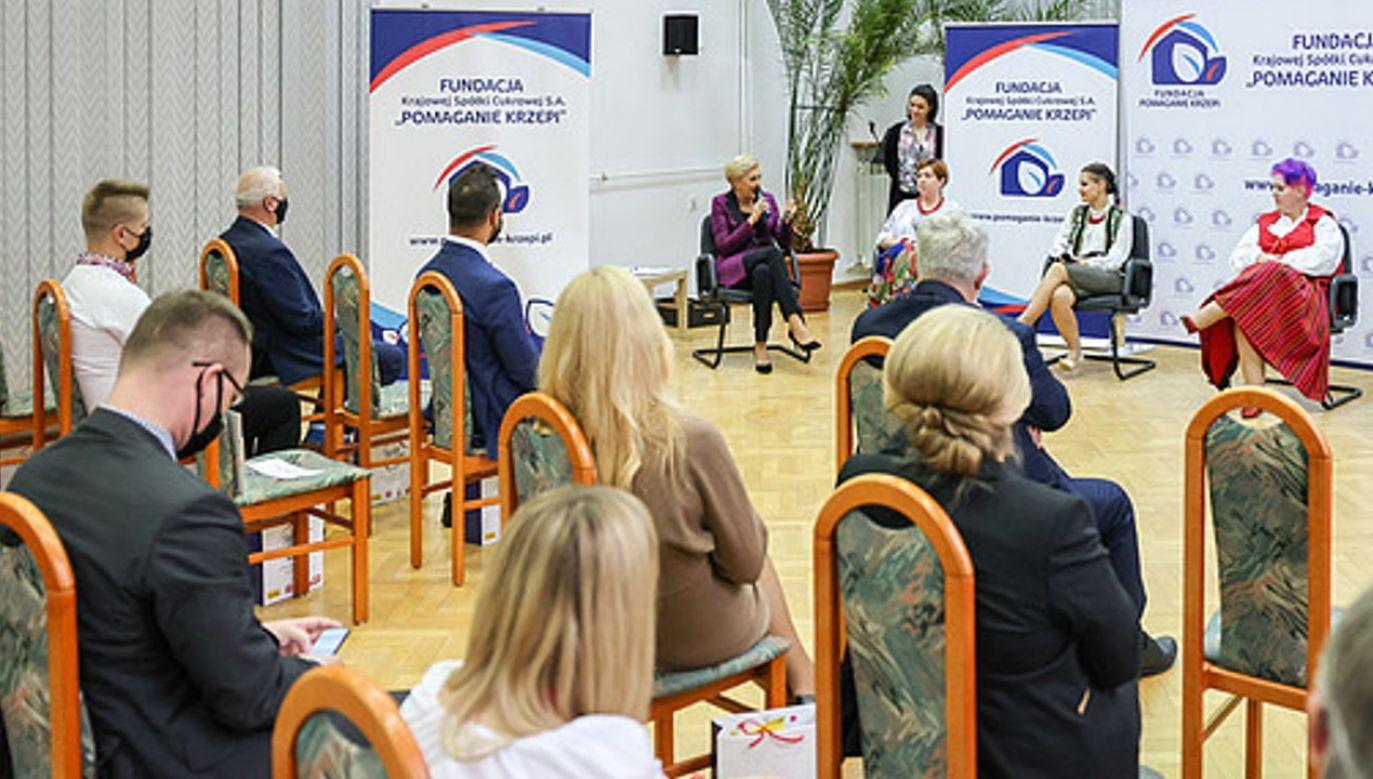 """Konferencja """"Koła Gospodyń Wiejskich - Liderki Bezpiecznej Wsi"""" (fot. KPRP/Grzegorz Jakubowski)"""