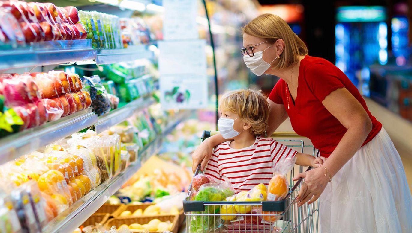 Dzięki nowej matrycy stawek VAT w kieszeniach Polaków pozostanie ok. 300 mln zł rocznie (fot. Shutterstock/FamVeld)