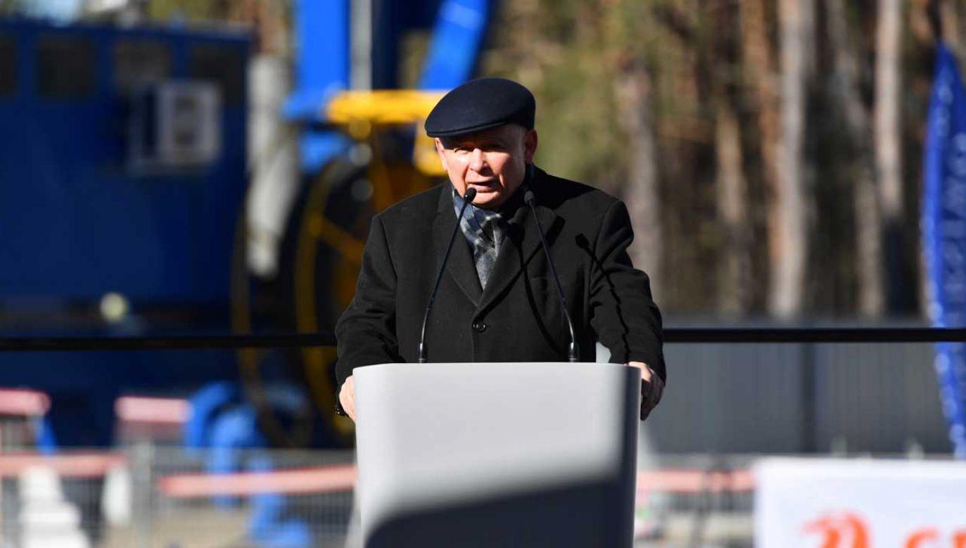 Jarosław Kaczyński mówił o inwestycjach w Świnoujściu (fot. PAP/Marcin Bielecki)
