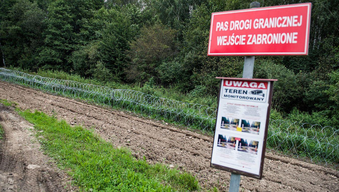 Ponad 3 tys. żołnierzy chroni granicę Polski z Białorusią (fot. Attila Husejnow/SOPA Images/LightRocket via Getty Images)