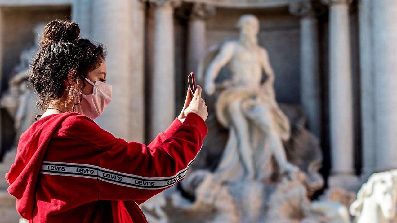 Nowy dekret przewiduje kolejne restrykcje (fot. Francesco Fotia/AGF/Universal Images Group via Getty Images)