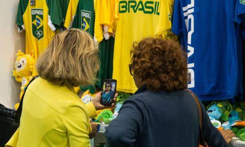 7. Płatności telefonem czy zegarkiem są popularne w Brazylii. Fot. Stanislav Krasilnikov\TASS via Getty Images