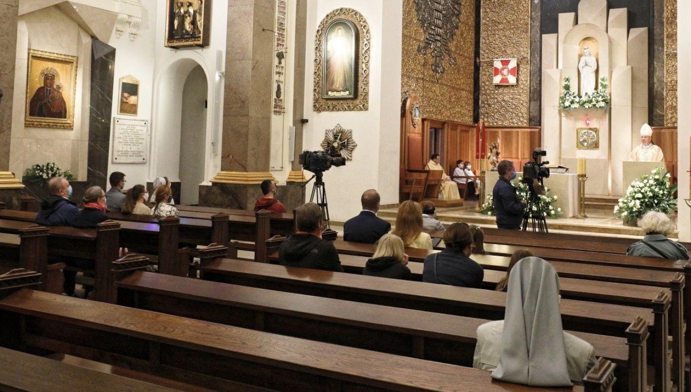Na stronie Diecezji Opolskiej zamieszczono odezwę biskupa Andrzeja Czai w związku z tegorocznymi święceniami kapłańskimi (fot. PAP/Paweł Supernak)