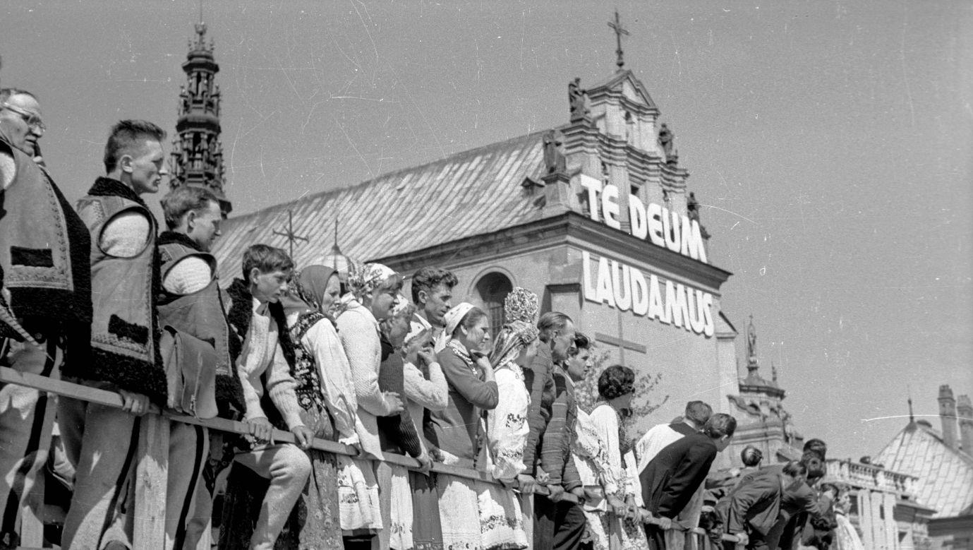 Kontynuacja obchodów milenijnych na Jasnej Górze, 15 sierpnia 1966. Fot. Miroslaw Stankiewicz/Forum