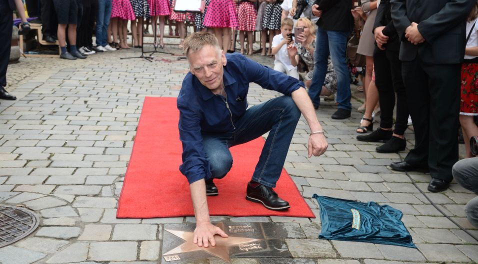 Artysta został uhonorowany w Alei Gwiazd Festiwalu Polskiej Piosenki  (fot. J. Bogacz/TVP)