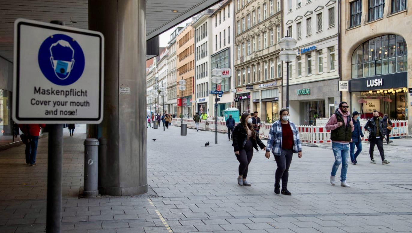 Prokuratura sprawdza, czy Bawaria kupiła maseczki po zawyżonych cenach (fot. Alexander Pohl/Nur/Getty Images)