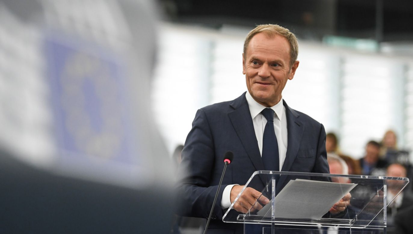Szef RE Donald Tusk chce uniknąć dodatkowego szczytu UE w październiku (fot. PAP/EPA/PATRICK SEEGER)