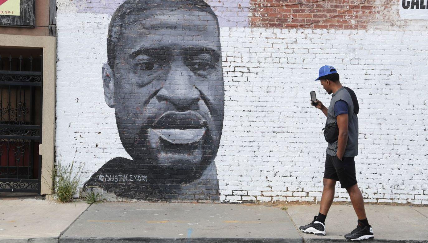 Śmierć George'a Floyda wywołała falę gwałtownych protestów i zamieszek na tle rasowym (fot.PAP/EPA/ERIK S. LESSER)