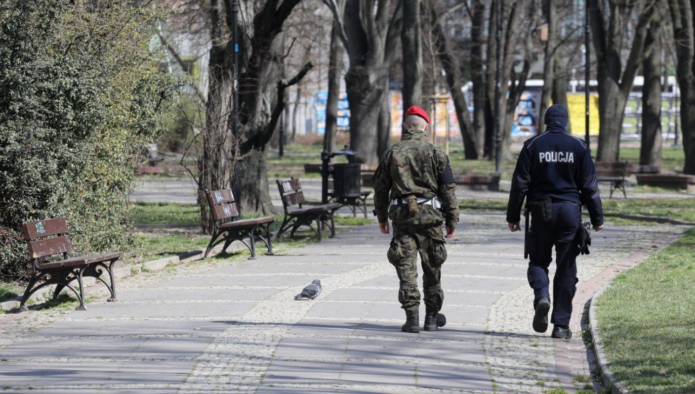 Patrol na ulicach centrum Warszawy (fot.PAP/Paweł Supernak)