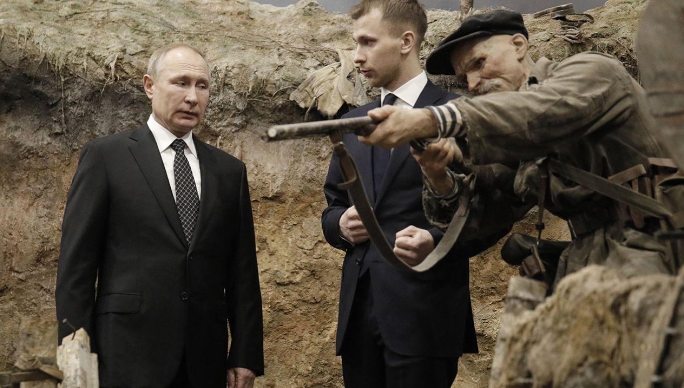 Politolog podkreśla, że można było uniknąć śmierci milionów ludzi (fot. PAP/ EPA/DMITRI LOVETSKY / POOL)