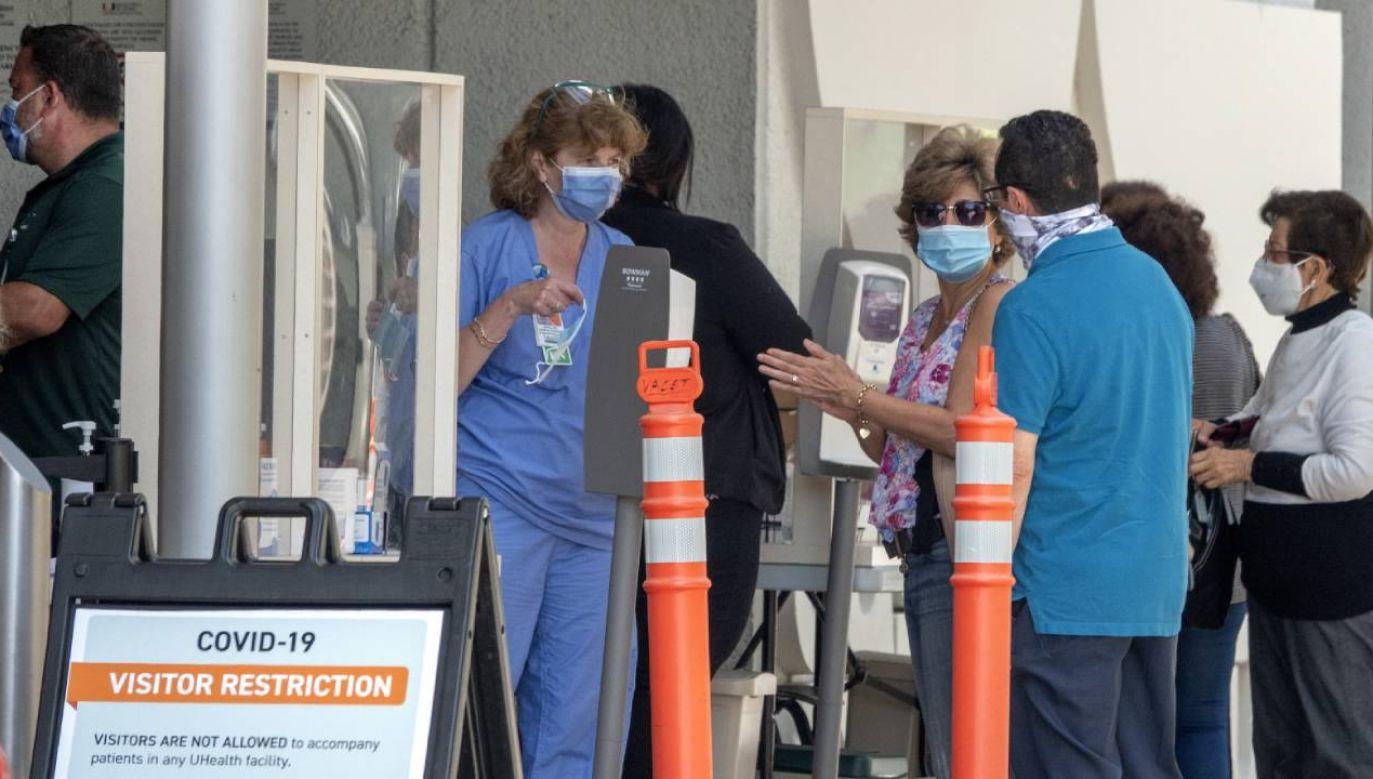W USA w ciągu doby odnotowano ponad 57 tys. nowych zakażeń Covid-19 (fot. PAP/EPA/CRISTOBAL HERRERA)